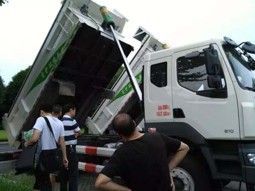东风柳汽乘龙新型智能环保渣土车在长沙发布