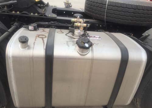 此外该车的水循环加热系统,独立暖风以及双油箱可以很好的解决冬季图片